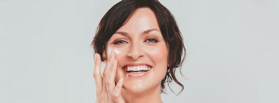 Gesichtspflege und Hautveränderung mit fortgeschrittenem Alter