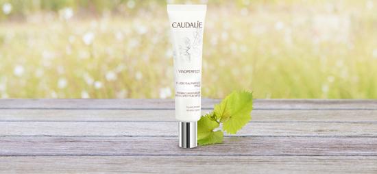... überzeugen sie sich vom Vinoperfect Fluid für perfekte Haut LSF 20, das die Poren verfeinert, den Talgüberschuss reduziert und kleine Hautfehler mildert. Das dritte Produkt in dieser Aktion ist …