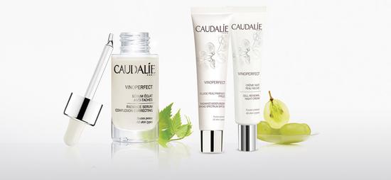 Die Caudalie Vinoperfect Gesichtspflege verleiht Ihrer Haut Ausstrahlung sowie einen ebenmäßigen Teint, indem sie Pigmentflecken korrigiert und ihrer Entstehung vorbeugt.