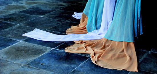 ... dass die Reinigung mit Wasser im 17. Jahrhundert noch als Tabu galt? Die wasserlose Körperhygiene führte dazu, dass sich Angehörige des französischen Königshauses den Po ausschließlich mit Seide gereinigt haben.