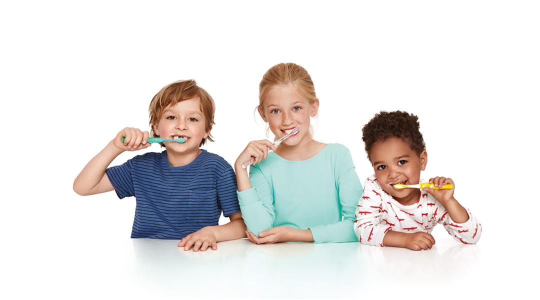 Schon die allerersten Zähne schützt Kinder Karex wirksam vor Karies. Dank ihres milden Aromas ist die Zahnpasta auch für die Kleinsten geeignet.