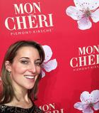 Romina von Mon Chéri stellt sich vor.