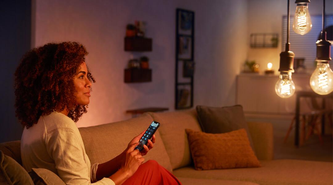 Steuern Sie die Filament Lampen mit Bluetooth oder Ihrer Stimme. Um noch mehr Funktionen des Hue Systems nutzen zu können, können Sie die Philips Hue Bridge hinzufügen.