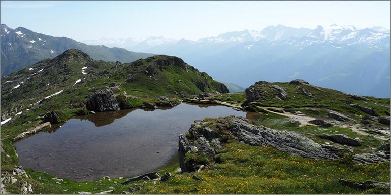 Einer der vielen kleinen Gletscherseen in wunderschöner Kulisse, Wallis