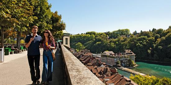 Die Münsterplattform in Bern lädt zum Flanieren ein.